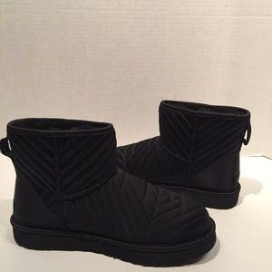 Ugg Classic Quilited Satin Mini Black Boot